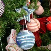 Crie enfeites natalinos reciclados